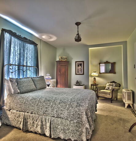 Queen Bed, Electric Fireplace, Large, Luxurious Bathroom, Whirlpool Tub, Relaxing, Peaceful, Romantic