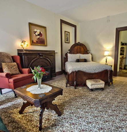 Two-Room Suite, Queen Bed, Electric Fireplace, Breakfast Room, PRivate Bath with antique clawfoot tub